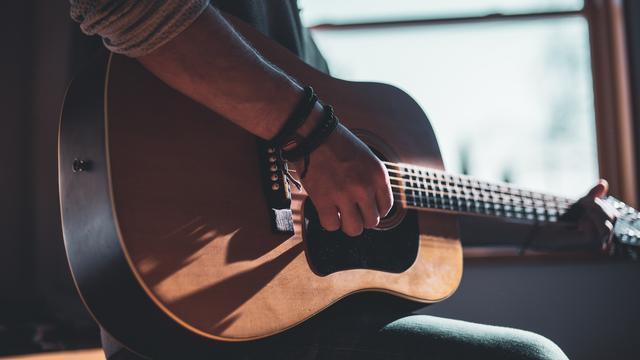 lagu dan chord gitar untuk pemula